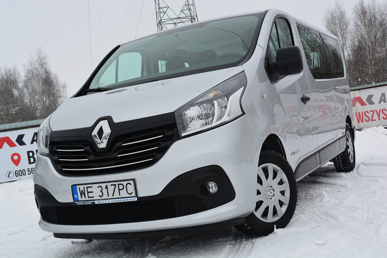RENAULT TRAFIC (9-osobowy)